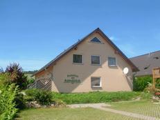 HIMMELBETT mit Terrasse und 1 Schlafzimmer an der Ostsee in Lancken-Granitz