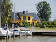 Ferienhaus direkt am Saaler Bodden m. Sauna in Neuendorf (Saaler Bodden)