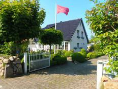 *Strandnahes Luxus-Ferienhaus - VILLA BONITA mit Sauna/Dampfbad,WLAN,antikem Kachelofen u.Whirlpool* in Schönberger Strand