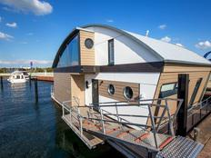 KYST 54°10 Floating House in Neustadt