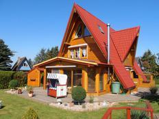 Luxus-Ferienhaus VILLA WEITBLICK mit Meerblick, 3 Kaminöfen, 2 Balkonen, Wintergarten u. Strandkorb in Hohenfelde