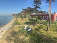 Erste Reihe - unverbauter Blick und eigener Strandzugang in Pepelow