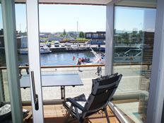 Exklusives Ferienwohnung mit Meerblick am Hafen, 2 Schlafzimmer in Dobin am See