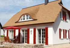 5***** OG Ferienwohnung im schönen Reethaus mit großem Grundstück  in Koserow