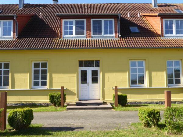 Gut Rattelvitz Galerie E, hochwertig, Sauna, Kamin, eTankstelle, Spielscheune, 15.000m² Park Land in Gingst