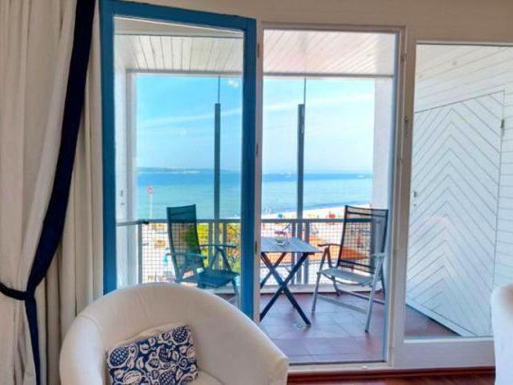 ostsee ferienwohnung surfer mit meerblick in laboe ostseeklar. Black Bedroom Furniture Sets. Home Design Ideas