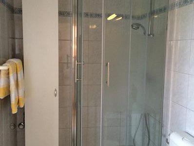 Duschendes Pärchen Locht Ein